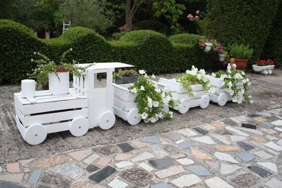 Train Made With Pallet Crates Pallet Ideas