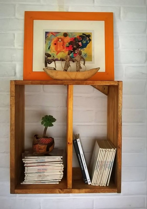 Wall Shelf Out of Wood Pallet