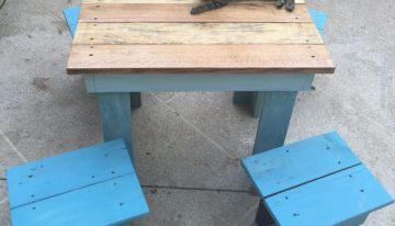 Pallet Made Kids Table with Stools