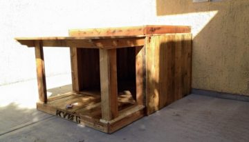 Pallet Wood House for Your Puppies