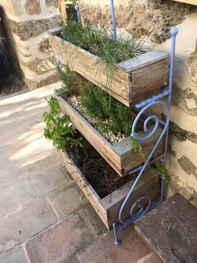 Pallets Wooden Made Vertical Garden   Pallet Ideas