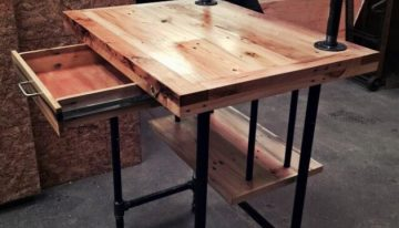 Reclaimed Wood Pallet Desk