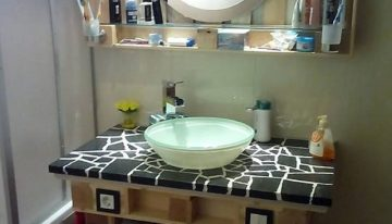Bathroom Decor with Wood Pallets
