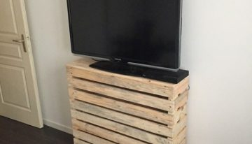 Simple Pallet TV Stand Idea