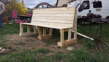 DIY Garden Bench with Pallet
