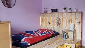 Recycled Pallet Bed with Lights