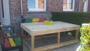 Pallet Lounge Benches with Table