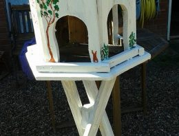 Recycled Pallet Garden Birdhouse